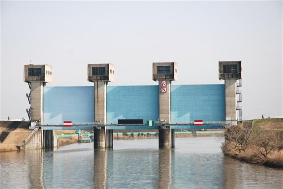 ◎旧岩淵水門(赤水門)